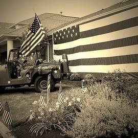 R A W M   -             America