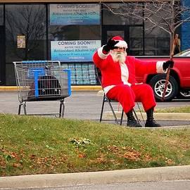 R A W M   -           Meet Santa