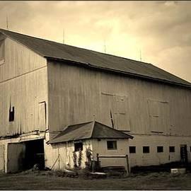 R A W M   -         Route 39 Barn