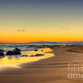 Kelly Wade -  Keawakapu Beach Sunrise