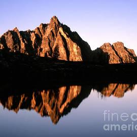 Tracy Knauer -  Mt. Hardy Sunrise on Upper Snowy Lake