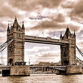 Claudio Bacinello -  Vintage Tower Bridge