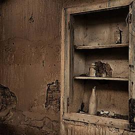 RicardMN Photography - Abandoned kitchen cabinet