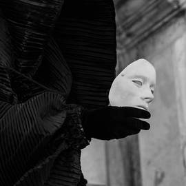Zina Zinchik - Carnival of Venice - Ghost -Tell Me Everything