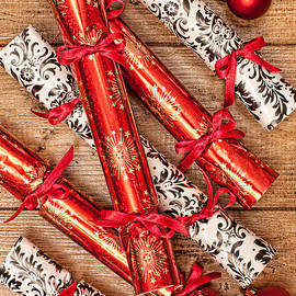 Amanda And Christopher Elwell - Christmas Crackers
