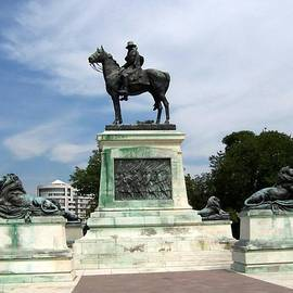 Catherine Gagne - Civil War Monument