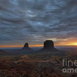 Sandra Bronstein - Dawn at Monument Valley