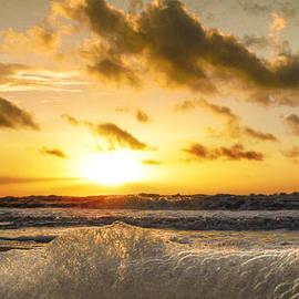 Island Sunrise and Sunsets Pieter Jordaan - Foamy Sunrise