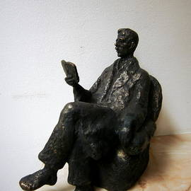 Nikola Litchkov - Man with book