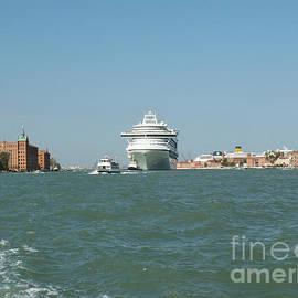 Evgeny Pisarev - Ocean liner and boat
