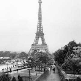Georgia Fowler - Paris Is Always A Good Idea!