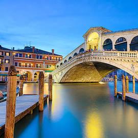 Michael Abid - Rialto bridge at night in Venice