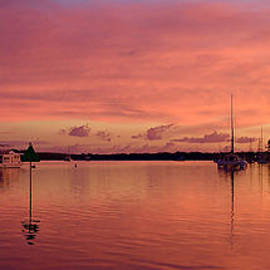 Geoff Childs - Sunrise Seascape. Art photo digital download and wallpaper screensaver.