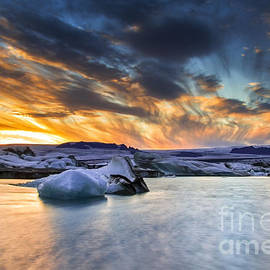 Gunnar Orn Arnason - sunset at Jokulsarlon iceland