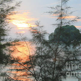 Sergey Lukashin - Sunset on the island of Tioman