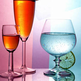 larisa Fedotova - Wine glasses with drinks