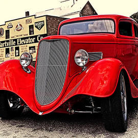Marcia Colelli - 1933 Ford
