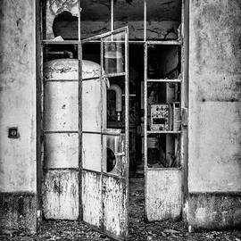 Traven Milovich - Abandoned Sanatorium