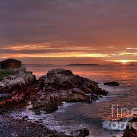 Alana Ranney - Portland Head Lighthouse Sunrise