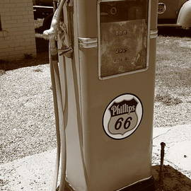Frank Romeo - Route 66 Gas Pump