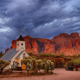 Saija  Lehtonen - Sunset at the Superstitions