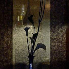 Richard Cummings - The Blue Vase