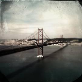 Marco Oliveira - 25 de Abril Bridge I