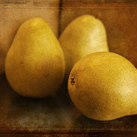 Maria Angelica Maira - Pears