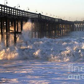 Henrik Lehnerer - Ocean Wave Storm Pier