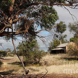 John Wallace - Australian Heritage Cottage