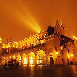 Roksana Bashyrova - Market square in Cracow at night
