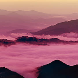 Roksana Bashyrova - Mountain foggy sunrise