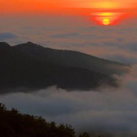 Stephen  Vecchiotti - Shenandoah Sunrise