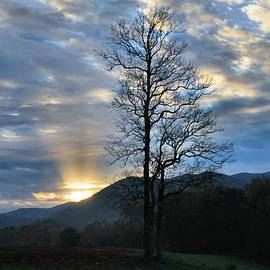 Dan Sproul - Sunrise In Cades Cove
