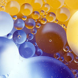 Odon Czintos - Abstraction Oil Bubbles In Water