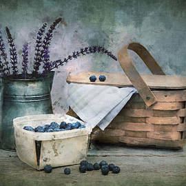 Robin-lee Vieira - A Blueberry Day