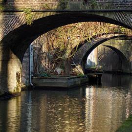 Jolly Van der Velden - A canal in Utrecht under the bridges