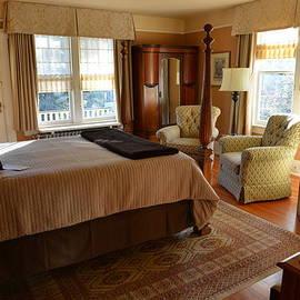 Lawrence Christopher - Abbeymoore Manor - Victoria Bc Iris Room
