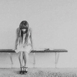 Nina Frescamente - About a woman 8 - Waiting