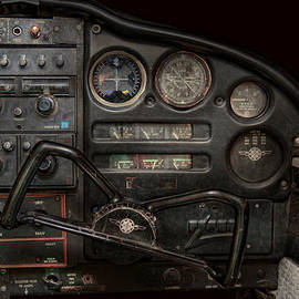 Mike Savad - Airplane - Piper PA-28 Cherokee Warrior - A warriors view