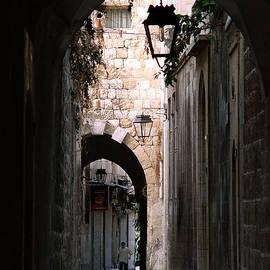 Mamoun Sakkal - Aleppo alleyway01