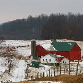 Dan Sproul - Amish Barn In Winter