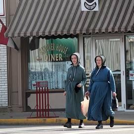 R A W M   - Amish Ladies Go Shopping