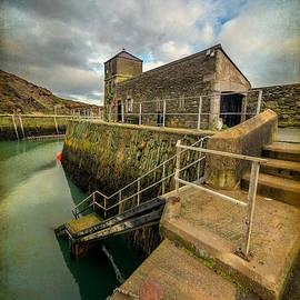 Adrian Evans - Amlwch Port Lighthouse V2