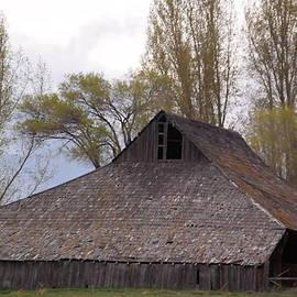 Jeff  Swan - An Old Barn Near Klamath Falls