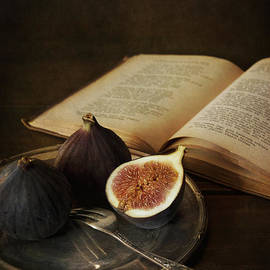 Jaroslaw Blaminsky - An old books and fresh figs