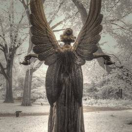 Jane Linders - Angel statue