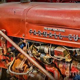 Paul Ward - Antique 1939 Farmall Cub Tractor