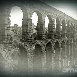 Miryam  UrZa - Aqueduct of Segovia