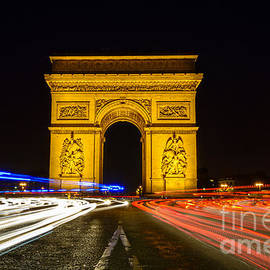 Oscar Gutierrez - Arc de Triomphe at night with streaking car lights